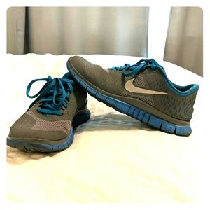 Nike Free 4.0 V2 size 8.5 blue and gray